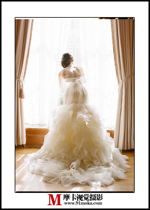 手绘婚纱裙子背影